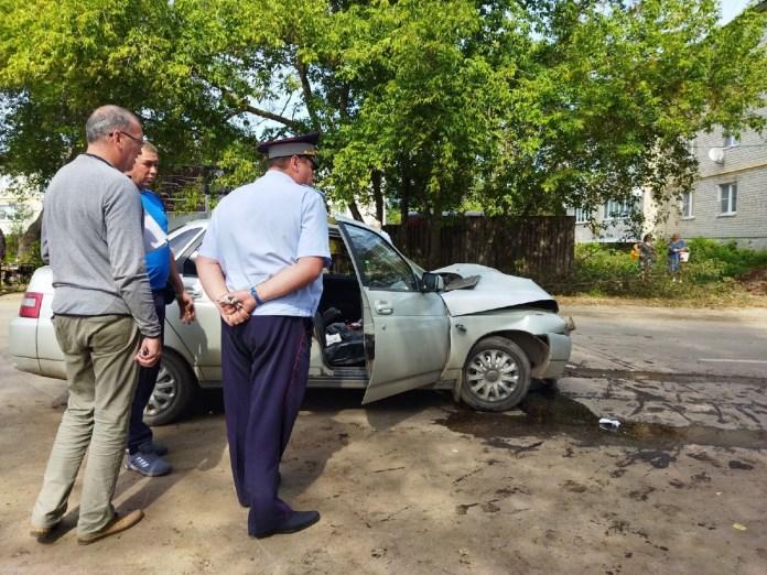 """В результате лобового столкновения Volkswagen и """"десятой"""" в Скопине пострадали два человека"""