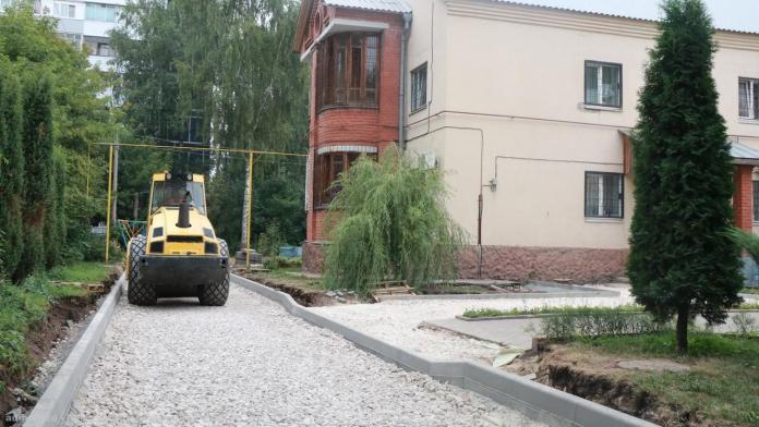 Мэр Рязани проверила ремонт трёх дворов