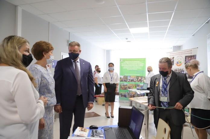 Любимов рассказал о планах по обновлению региональной сферы образования