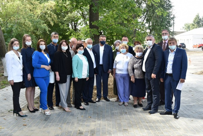 Любимов проконтролировал ход благоустройства сквера по улице Есенина в Спас-Клепиках