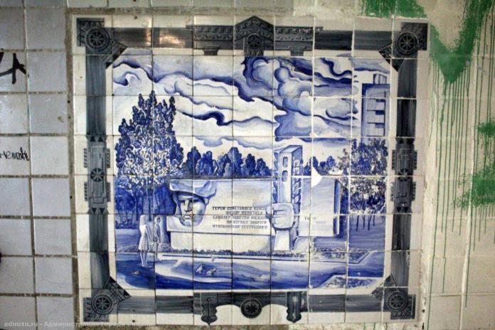 В переходе у «Барса» отмыли плитку с видами Рязани
