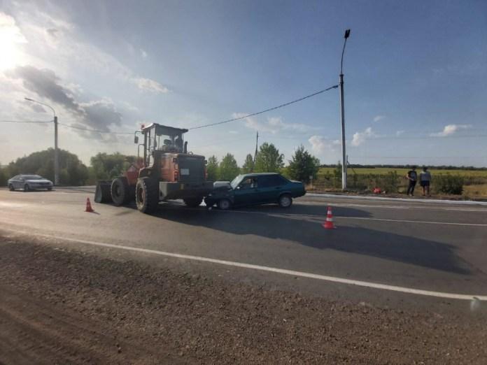 Пьяный водитель протаранил трактор вМилославском районе