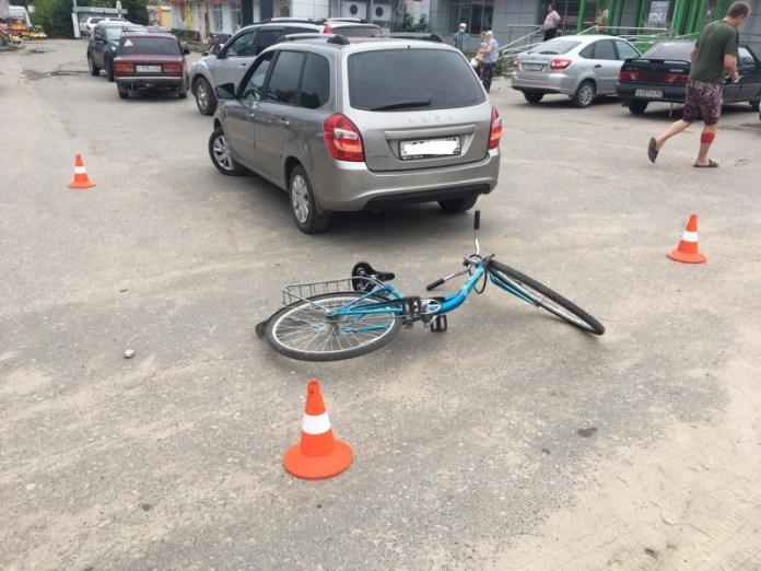 В Спасске велосипедист врезался в Lada Granta