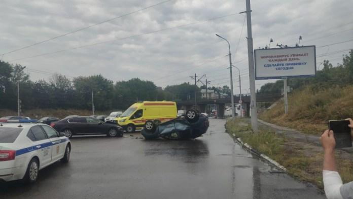 Появились фото с места столкновения Renault Duster и Lexus на Куйбышевском шоссе
