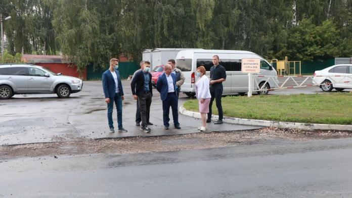 Елена Сорокина проверила ремонт дорог картами в Рязани