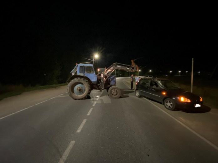 В Полянах трактор врезался в легковушку
