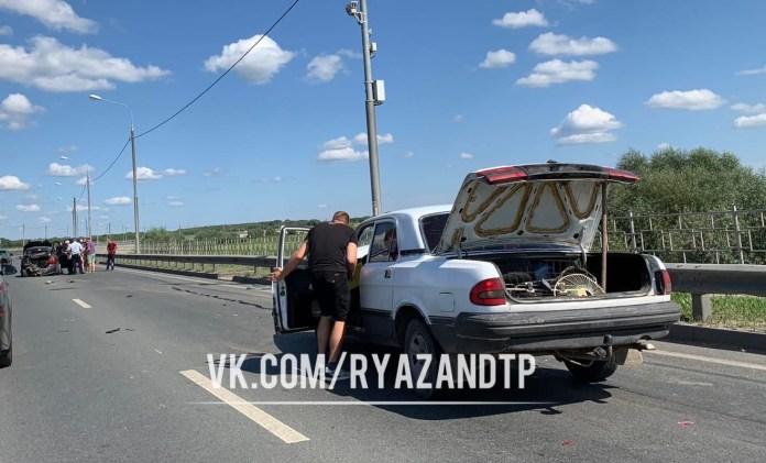 """Три человека пострадали в аварии """"Волги"""" и """"Шевроле"""" на Северном обходе Рязани"""