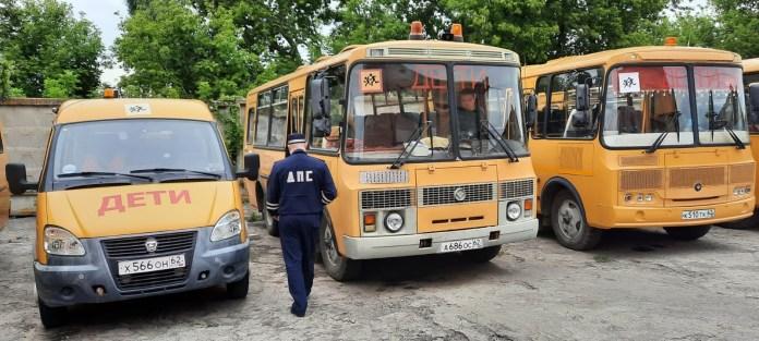 Сотрудники ГИБДД Рыбновского района проверяют состояние школьных автобусов