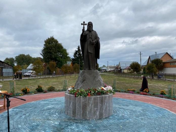 В Кадоме открыли памятник преподобному Герману Аляскинскому
