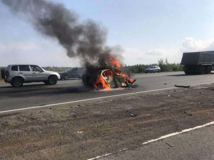 В столкновении легковушки и фуры в Саратовской области погибли два человека