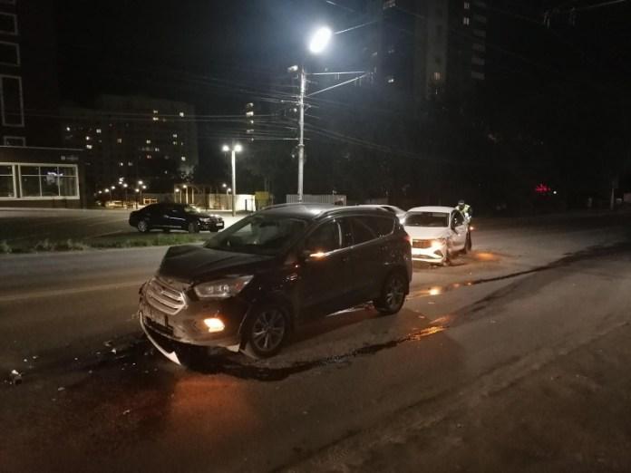 В Рязани на Касимовском шоссе столкнулись два автомобиля