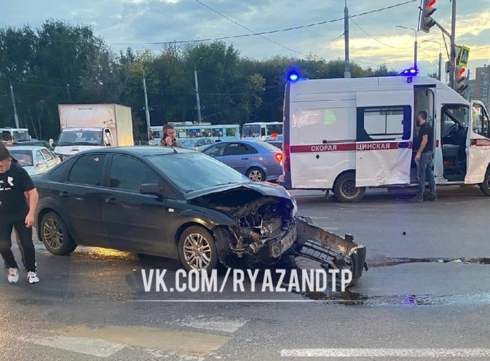 На перекрёстке у «Глобуса» в Рязани произошло серьёзное ДТП