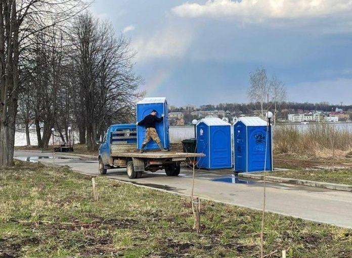 В Костроме заметили «гастролирующие» биотуалеты