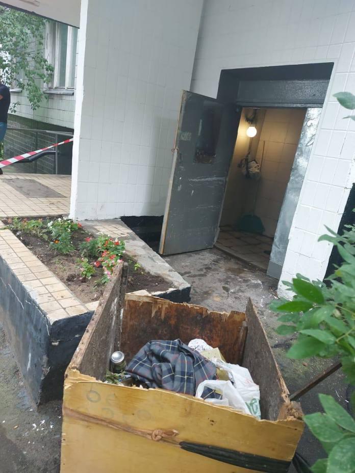 В мусоропроводе в Москве обнаружили новорожденную девочку