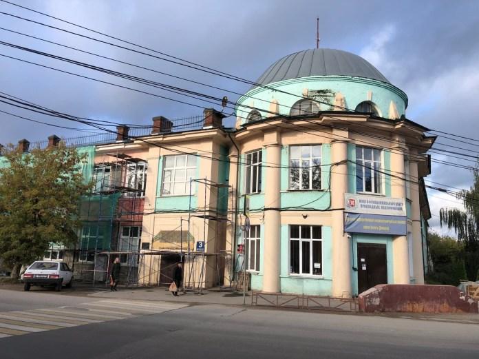 В Туле историческое здание обшили дешёвым сайдингом