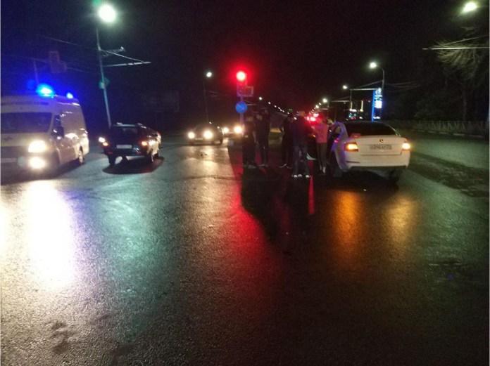 Три человека пострадали в аварии ВАЗ-2111 и Skoda Octavia в Рязани