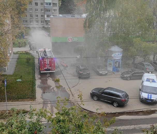 В Рязани загорелся супермаркет «Пятёрочка» на Станкозаводской