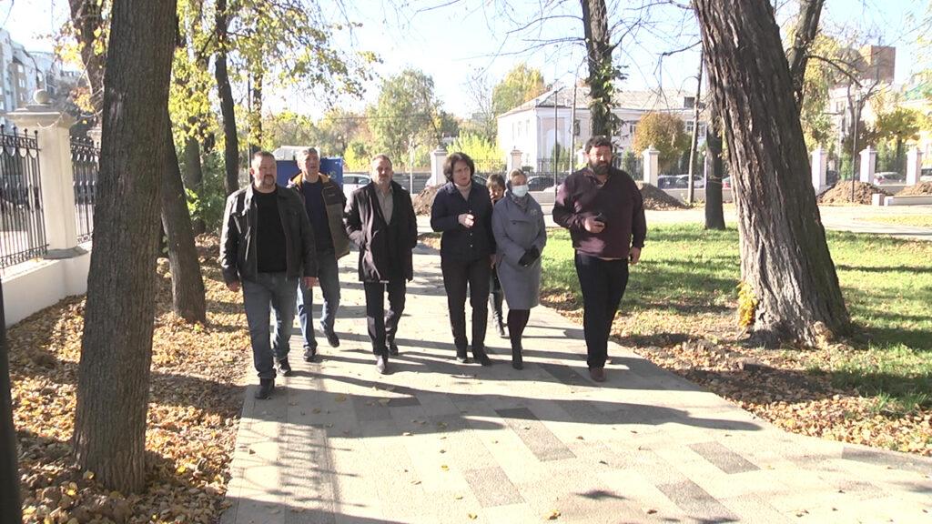 Александр Шевырёв проверил ход благоустройства Верхнего городского парка