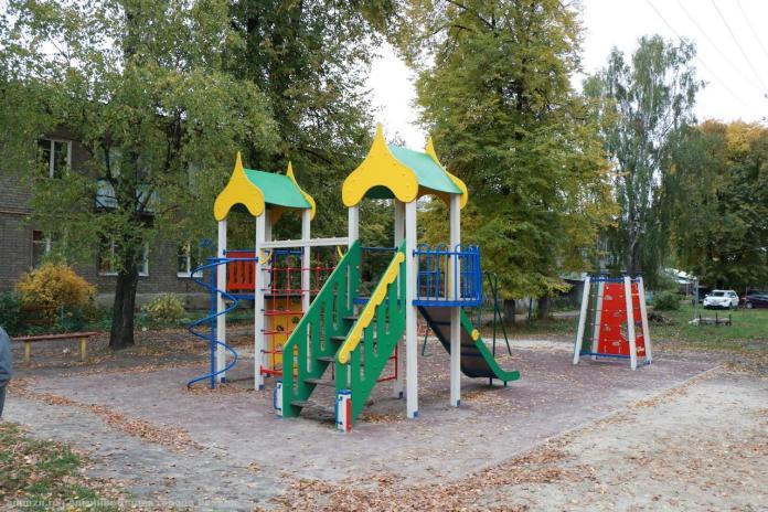 Елена Сорокина проверила новую детскую площадку в Ворошиловке