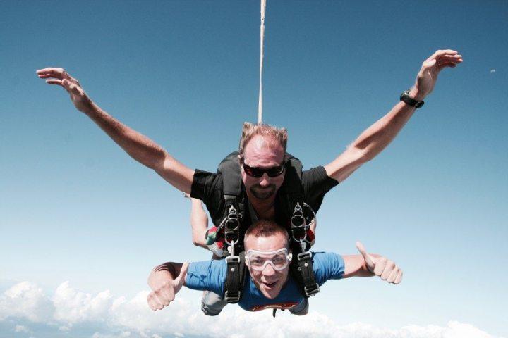 selbstfindungsreise fallschirmspringen adrenalin hawaii