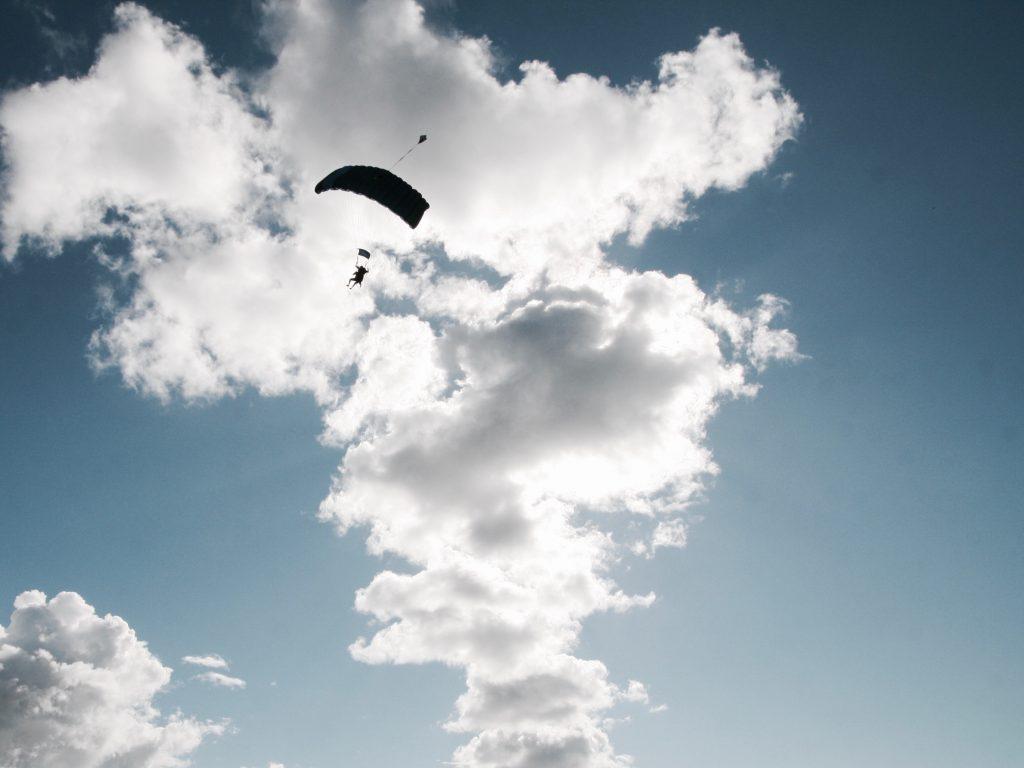 Selbst das Fallschirmspringen hat nicht geholfen. fliegen trotz flugangst