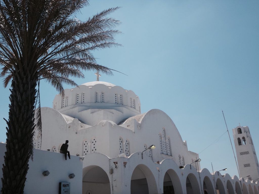 santorini fira oia imerovigli kirche palme
