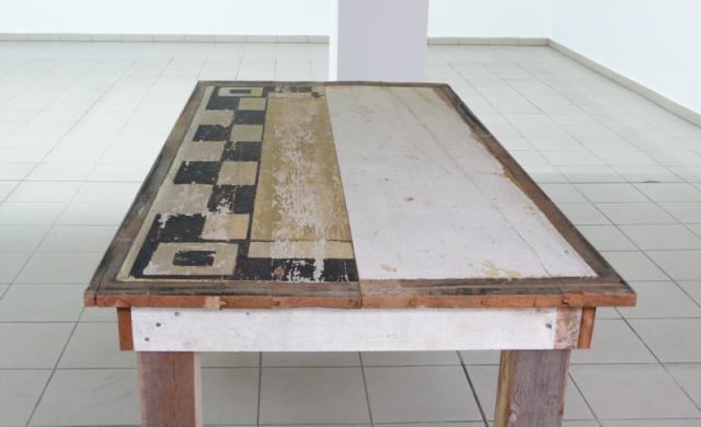 Tisch aus Deckenpanelen der Tuchfabrik von René Bartl