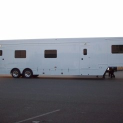 50' Makeup Trailer for Hollywood (4)