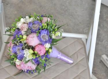 Букет невесты в фиолетовой гамме