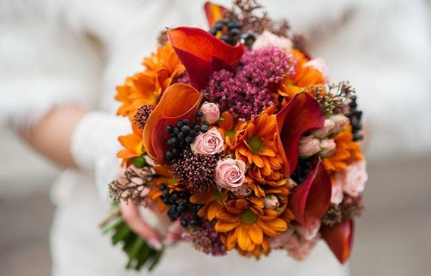 Яркий букет невесты на свадьбу