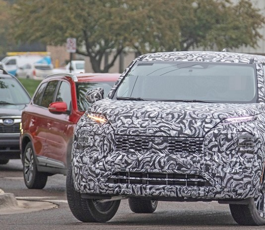 2021 Mitsubishi Outlander spy photos