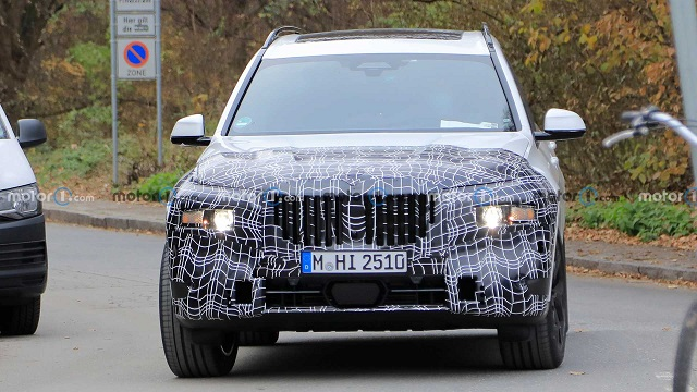 2022 BMW X7 spy shot