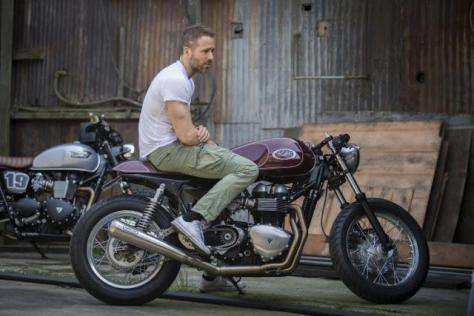 Ryan-Reynolds-Triumph-Thruxton-Cafe-Racer-740x494