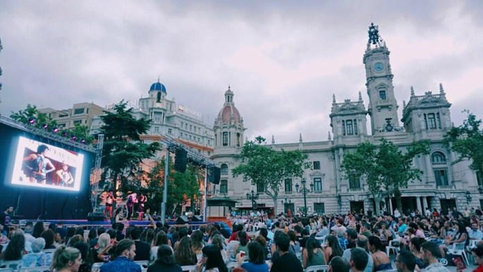 cine karaoke en la plaza del Ayuntamiento