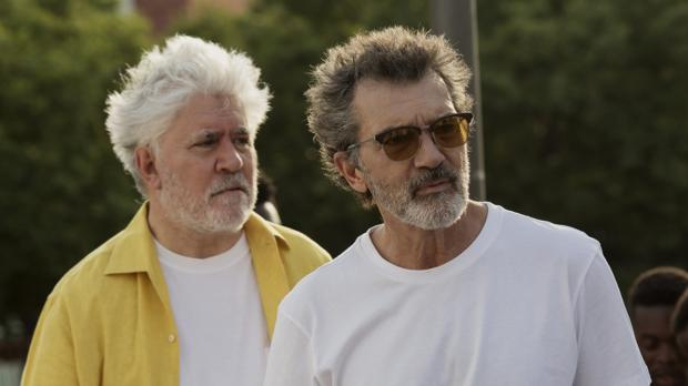 Antonio Banderas y Pedro Almodóvar durante el rodaje de 'Dolor y gloria', nominada a los Globos de Oro.