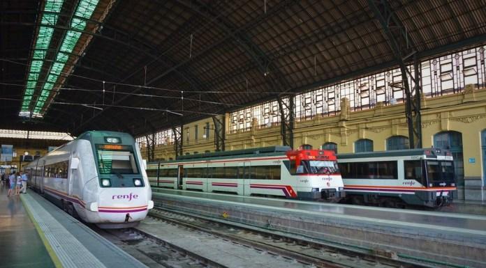 Interior de la Estación del Norte de Valencia donde acceden los trenes del servicio de Cercanías de Renfe