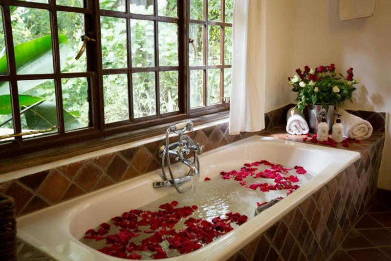 Kilimamoja Luxury Lodge Bathtub