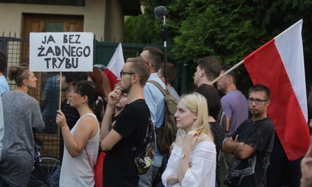 Protesty przeciwko zmianom w sądownictwie dotarły pod dom Jarosława Kaczyńskiego