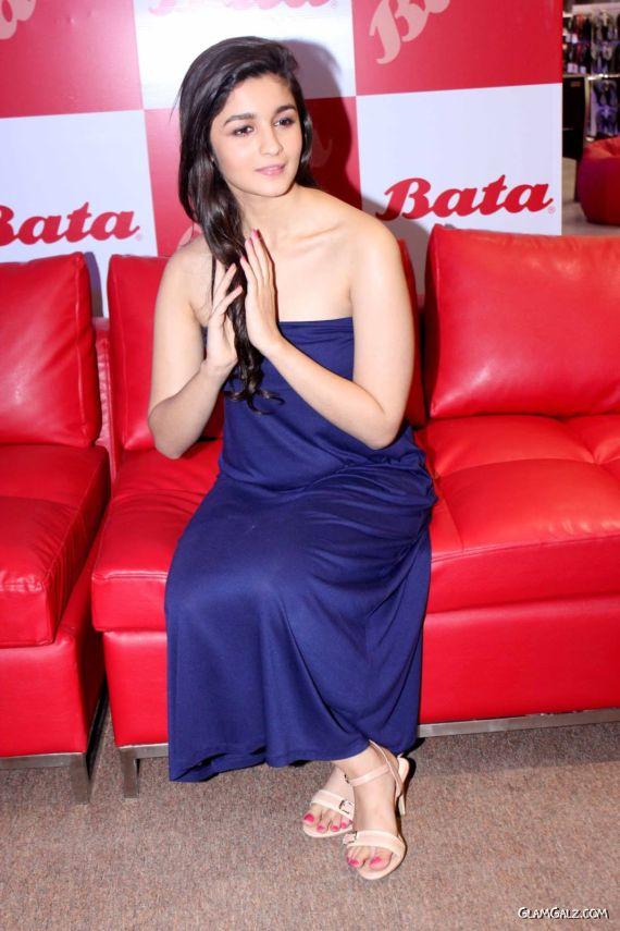 Alia Bhatt Looks Stunning In Blue Dress