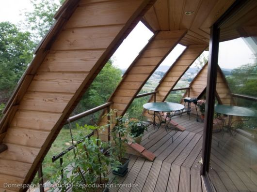 The UFO-Like Domespace Rotating Wooden House