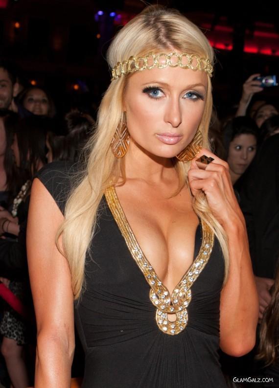 Spicy Paris Hilton with Her Fans