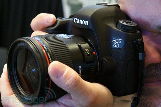 Canon Reveals Worlds Smallest And Lightest Camera