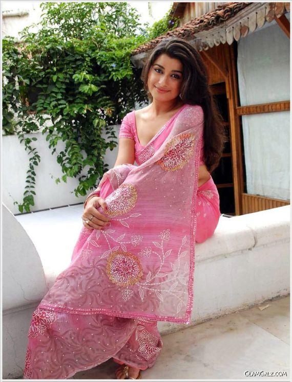 Beautiful Madhurima Shining In Pink Saree