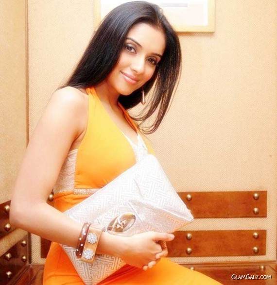 Gorgeous Asin Shoots for B4U