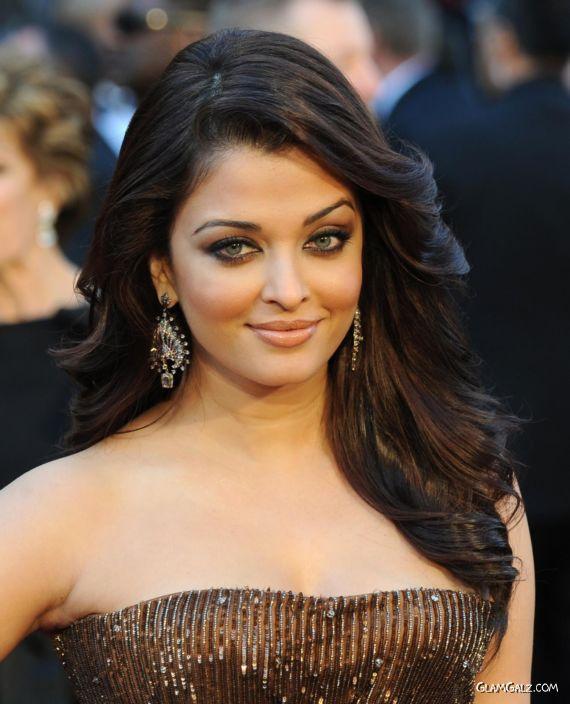 Aishwarya Rai At The Oscars 2011 Red Carpet