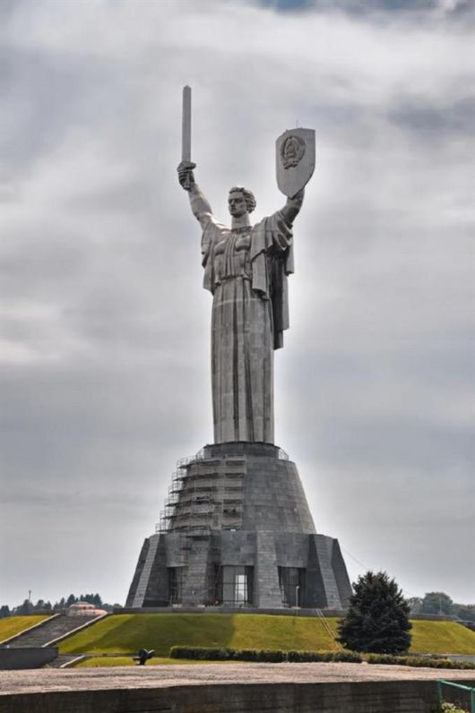 The Worlds Tallest Statues