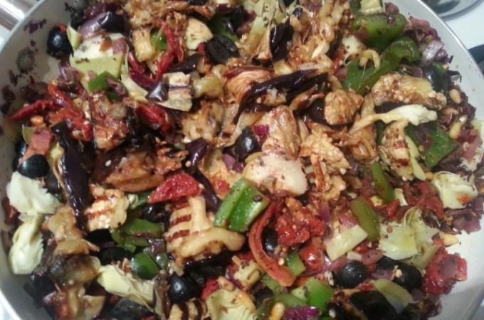 Warm Mediterranean Quinoa Salad – Fully Loaded!
