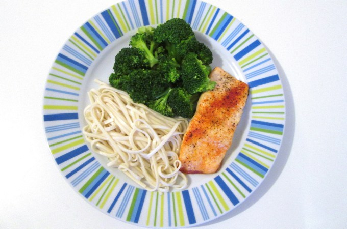 Baked Paprika Salmon with Broccoli and Brown Rice Noodles – Dinner in 15 minutes!