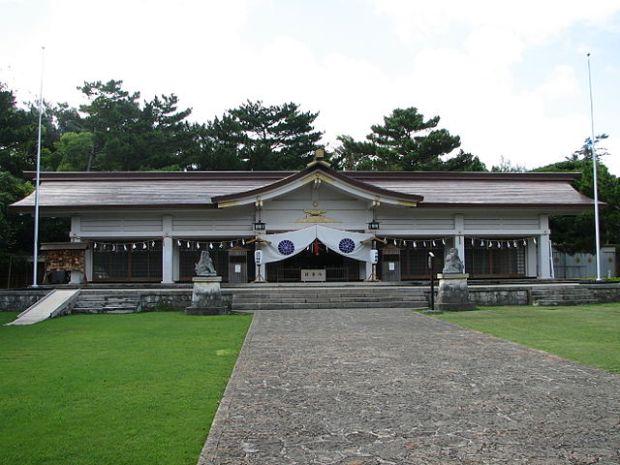 640px-Okinawaken_Gogoku_Shrine_haiden