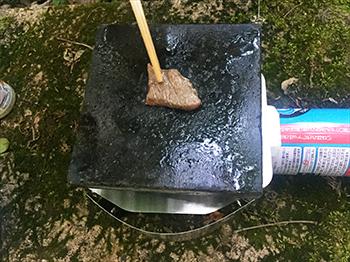 溶岩プレートで焼肉